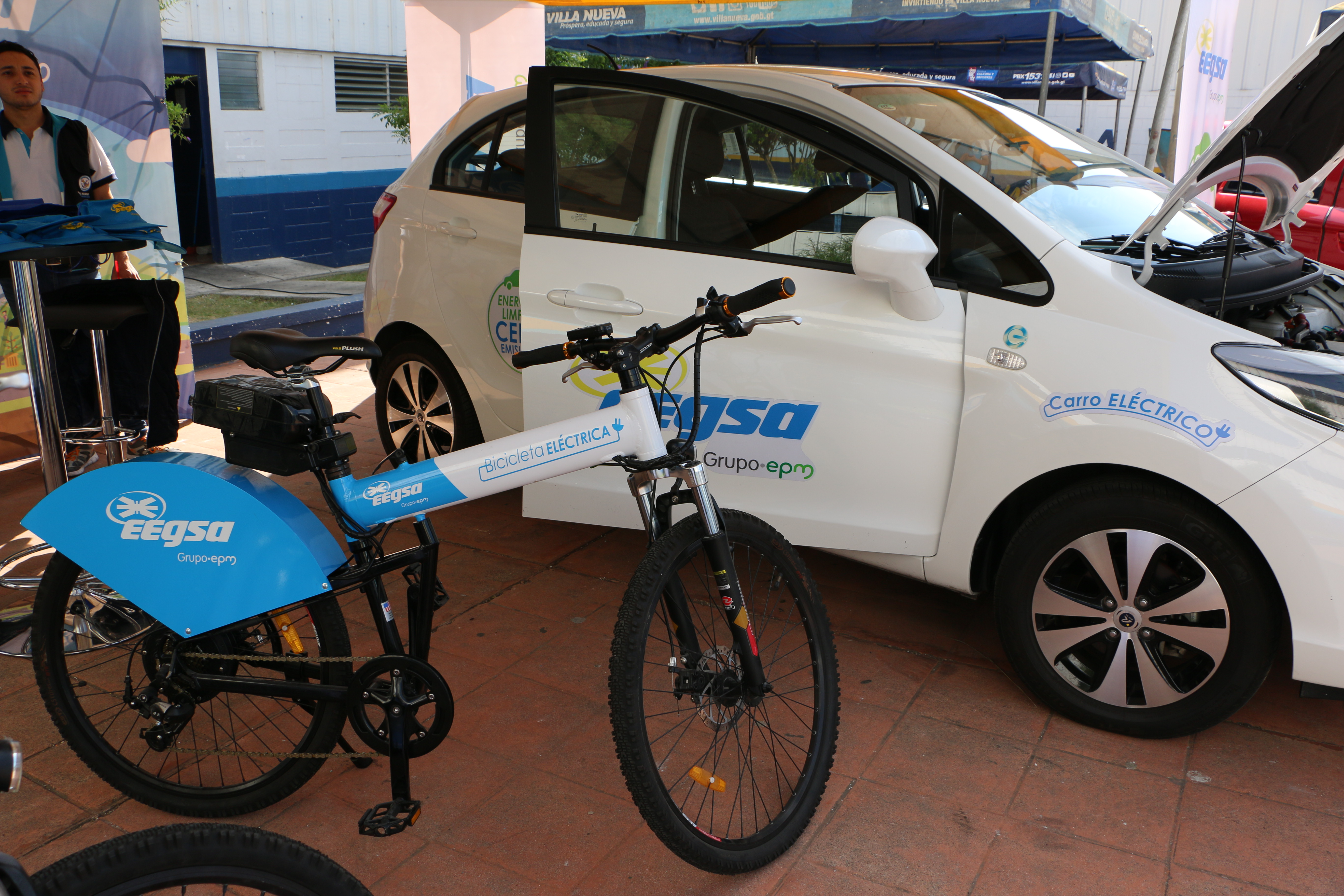 https://eegsa.com/wp-content/uploads/2019/06/carro-y-bicicleta.jpg